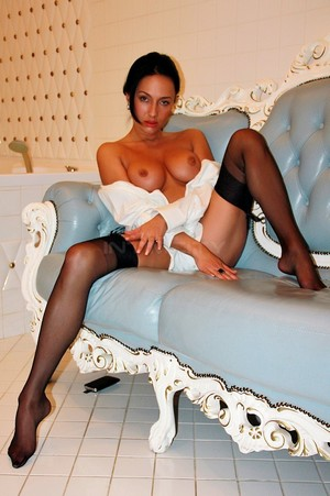 Vip model French escort Violet Maysun Creteil