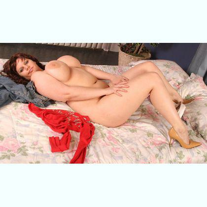 Pleasant young escort Eldrun Chiasso