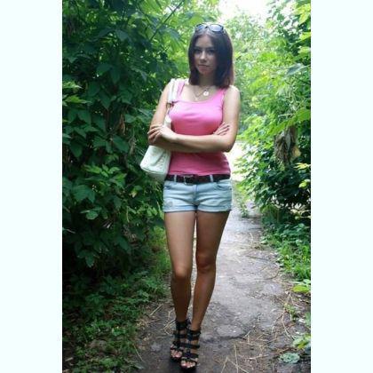 Sensual young escort Rachmah Aast
