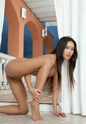 Small tanned escort Ranu Larisa