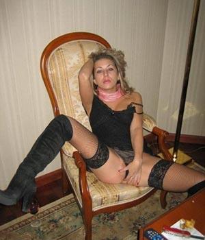 Pretty blonde Serbian female escort Karleen Ravda